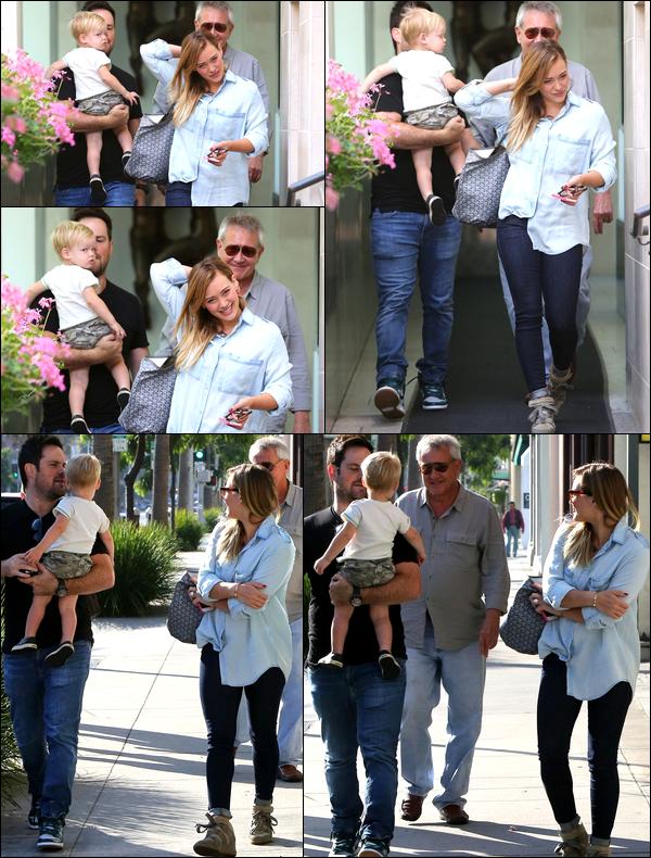 . 14 Septembre 2013 : Hil' allant prendre un café avec son mari Mike, son fils Luca et son père Robert à Beverly Hills !.