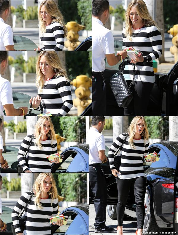 . 12 Octobre 2013 : La petite Duff quittant avec une amie un concert de la chanteuse Pink qui se déroula à Los Angeles..