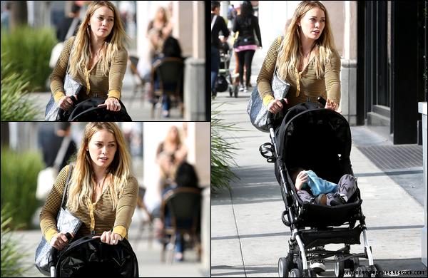 . 27 Octobre 2013 : La p'tite Duff se rendant avec simplicité et sourire à une station essence de Los Angeles. .So cute ! ♥.