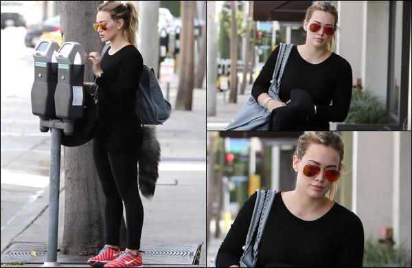 . 04 Novembre 2013 : Notre Duff se rendant vers son habituelle séance de sport, toujours située au centre d'Hollywood !.