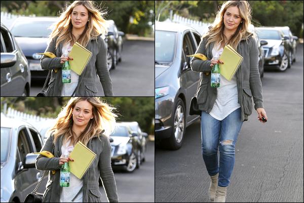 . 06 Nov. 2013 : Hilary se rendant en studio d'enregistrement afin de continuer et de peaufiner l'avancée de son album..