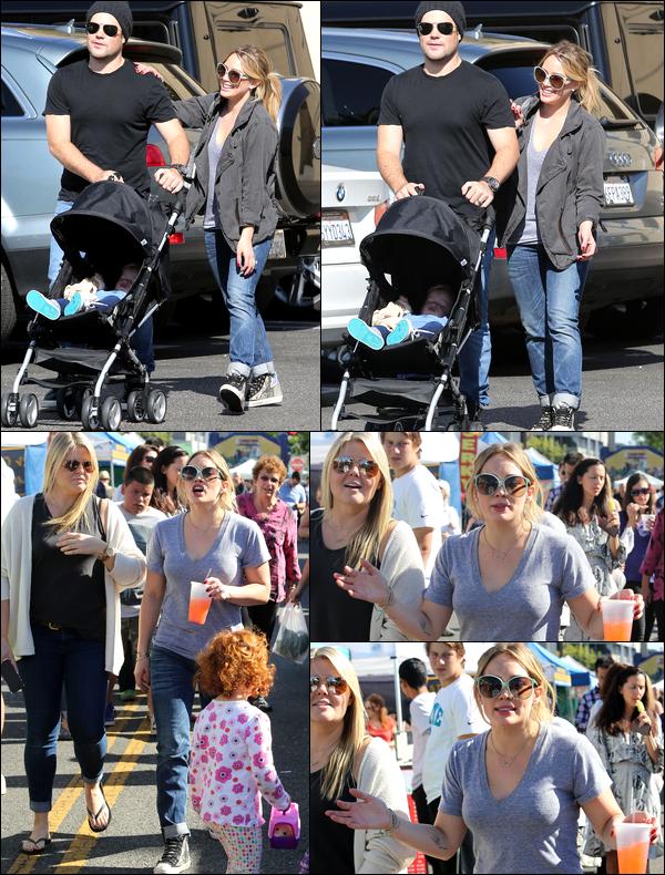 """. 10 Novem. 2013 : La famille Duff-Comrie et une amie passant leur après-midi au """"Farmers Market"""" de Studio City...."""