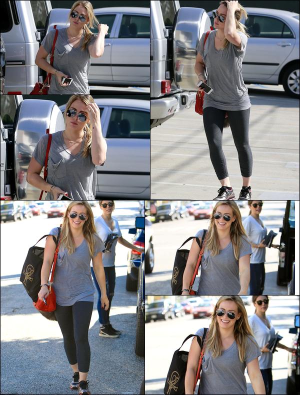 """. 11 Novembre 2013 : Hil' se rendant à son cours de sport et quittant ensuite la boutique """"Stacey Todd"""" de Los Angeles.."""