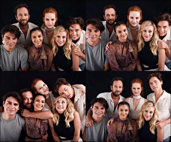 •• Découvrez les portraits de Camila et du cast de Riverdale pris à la Comic Con 2016 de San Diego.
