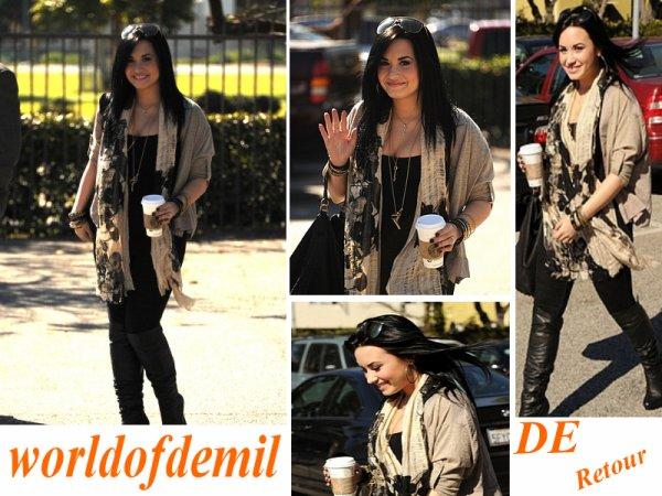 Demi a été aperçu avec son café a LA le 28 Janvier 2011 !