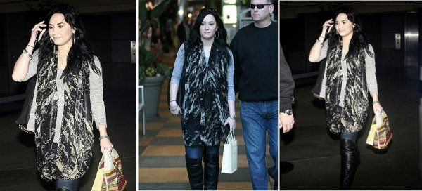 Demi faisant du shopping a Sherman Oaks Galleria ce 30 janvier a CA