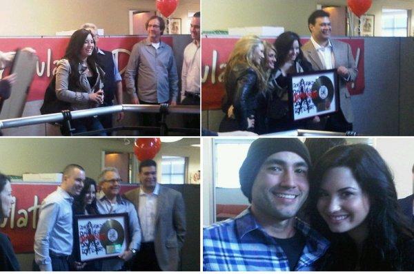 Demi a recu son disque dor pour Don't Forget + still de Demi dans Greys Anatomy !