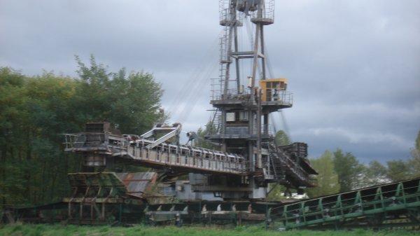 Dans le 81. Qui va trouver où nous étions ? Ici, l'énorme machine d'extraction du charbon avant 1992