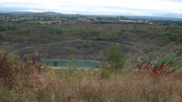 Le puits. Un lac s'est formé au fond