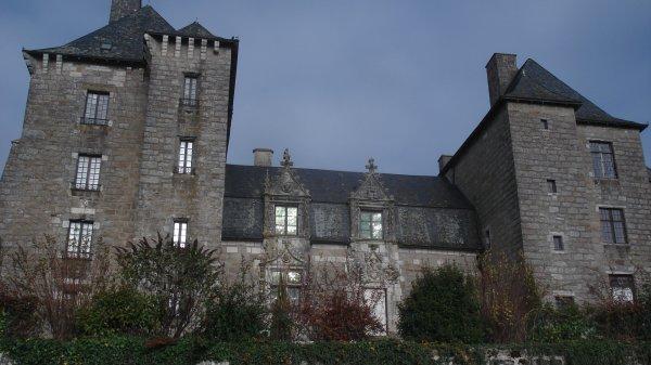Le chateau de la comtesse et écrivaine (c'est un bel indice)Son nom commence par un N