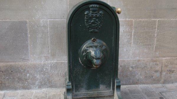 En Corrèze, un nom à trois mots connu de Brassens. Facile ! Ici, une fontaine