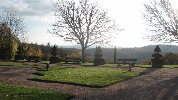 En Dordogne, célèbre pour ses jardins. (indice le village commence par un E Qui va trouver?