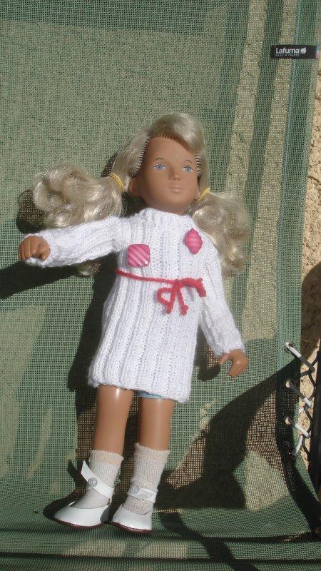 Shasha étrenne une robe que je lui ai tricotée cet hiver