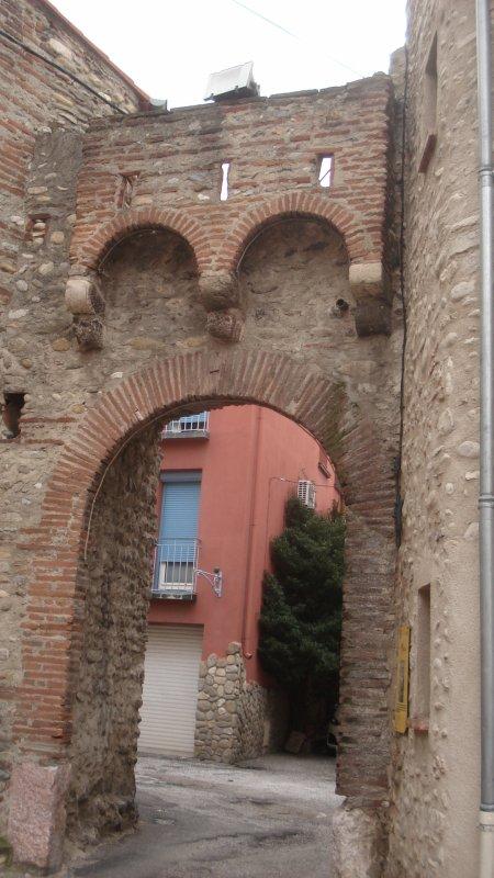 Un porche reliant deux rues