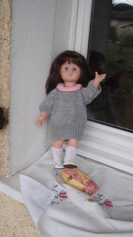 Emilie a changé de tenue ( elle étrenne les chaussures offertes par Jasonne)