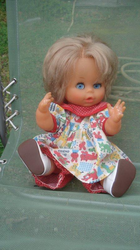 Voici Claudette, la jumelle de Claude, qui sera l'hôtesse