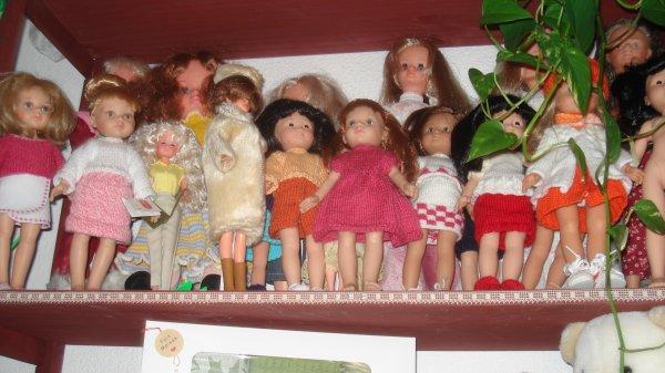 A Prades (66) une collectionneuse de poupées comme nous qui les habille bien. Qui est-ce ???