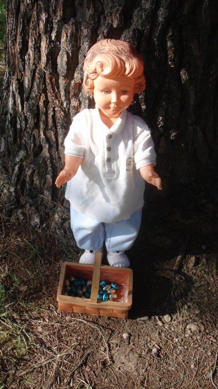 Elle a trouvé ce qu'elle cherchait : les oeufs de Pâques !