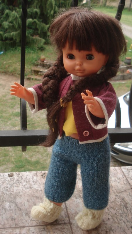 Que fait Patricia sur le balcon ?
