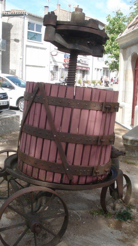 Dans le 11, au sud de Carcassonne et connu pour ses vins, ancienne cité cathare