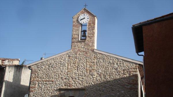 Dans le 09, mon mari, lol, prononce son nom en l'arabisant : Ben Aguès, à 5 kms de chez nous/ Ici, l'église