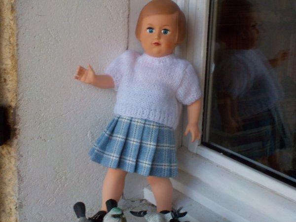 Françoise à cils a revêtu une tenue automnale