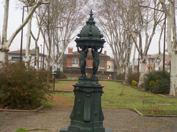 Statue dans un parc