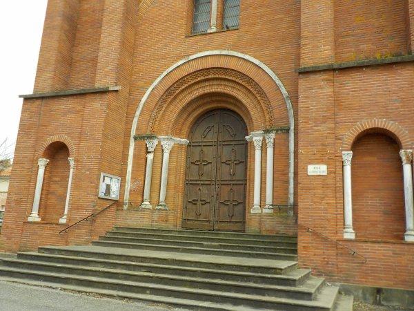 Le porche de l'église