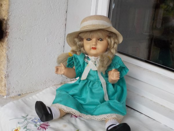 Une poupée achetée jadis à titine