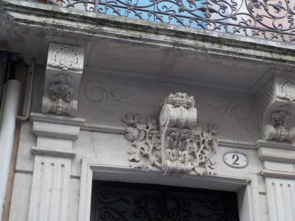 Une des multiples portes anciennes