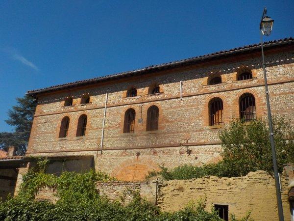 mur latéral de l'église