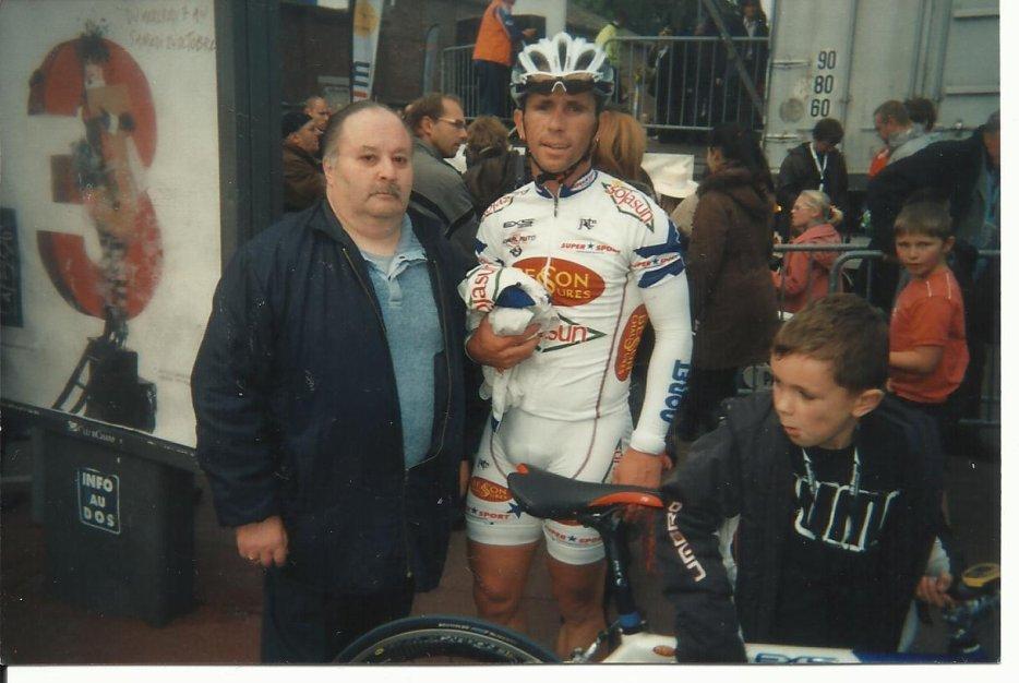 autographes de cyclistes  tous les sports  et acteurs chanteurs humoristes  et autres