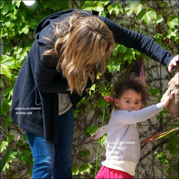 """. Le 28 Mars 2012 -   Ellen et sa fille Stella se rendant dans le restaurant """"Il Piccolino"""" à Los Angeles. ."""
