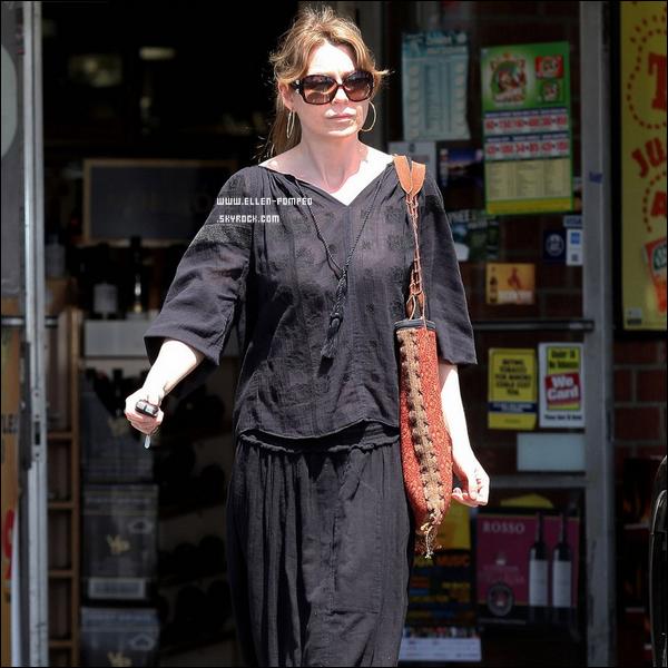. Le 07 Avril 2012 -   Ellen et sa fille Stella quittant un marché aux puces à Los Angeles. .