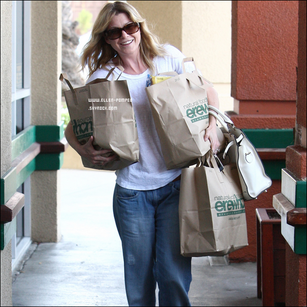 ". Le 12 Mai 2012 -   Ellen quittant le centre commercial ""Erewhon Natural Foods. "" à Los Angeles."