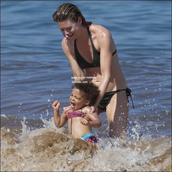 . Le 06 Juin 2012 -   Ellen et Stella se baignant sur l'île Maui à Hawaii.