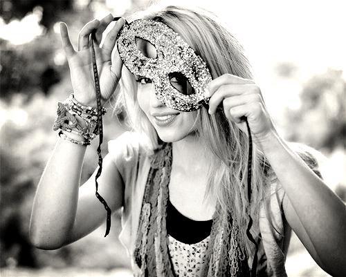 Une personnalité cachée derrière un masque...