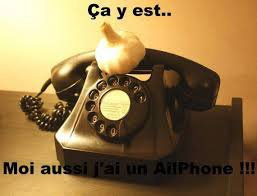 un téléphone avec l'aide d'un iphone
