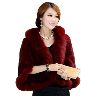 un manteau fourrure rouge