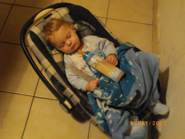 mon bébé théo qui dors