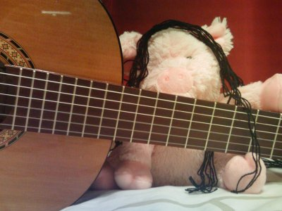 Jean Claude découvre la musique.