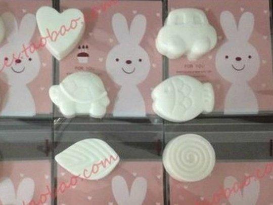 Ils ont la forme de petits lapins, de tortues ou de poissons... ces adorables savons sont vendus sur le site Taobao, l'équivalent chinois de Ebay, qui compte plus de 500 millions d'utilisateurs. Leur particularité ? Ils ont été fabriqués à partir du lait maternel d'une maman chinoise