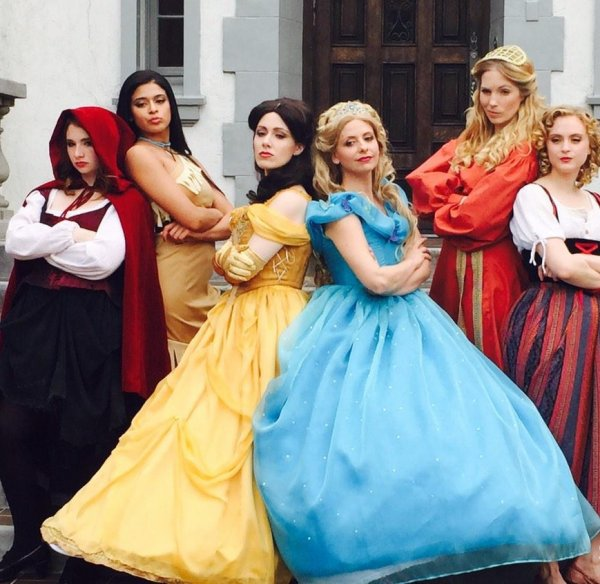 PRINCESS RAP BATTLE: CINDERELLA VS BELLE (2015) >