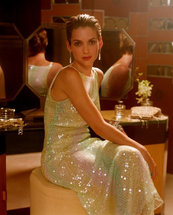 Une robe à franges pour danser le charleston, un sautoir en perles, les cheveux courts: bienvenue dans les 20's!