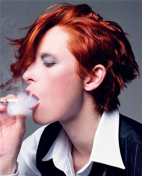 Il faut l'avouer, une chevelure rousse donne automatiquement à une femme quelque chose d'envoûtant (attention, un intrus s'est glissé dans cet article, saurez-vous le reconnaître?)