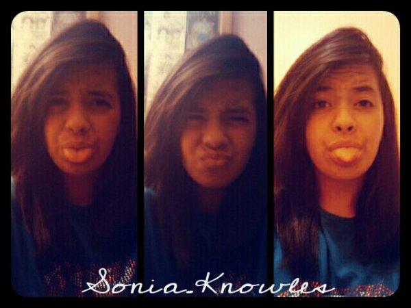 Sonia.Knowlees ! Grimaaces.