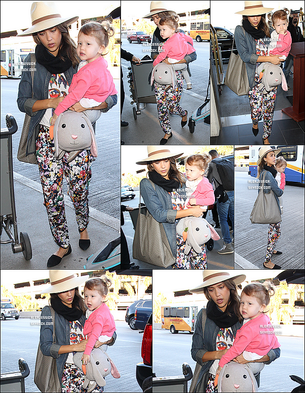 27/12/13 : La petite famille Alba a été vue arrivant à l'aéroport LAX de Los Angeles, afin de partir en vacances.  Jessica, son mari Cash et ses filles se sont rendus dans une destination encore inconnue. Voici une photo instagram postée à leur arrivée.
