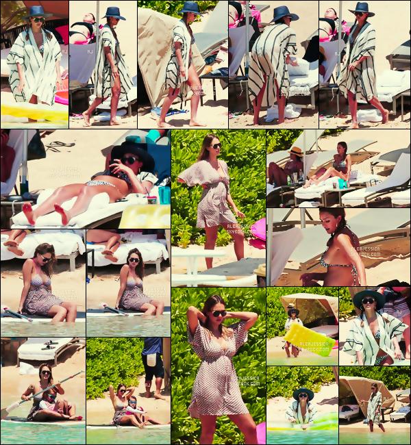 . 18/07/17 - Durant son séjour,  à Hawaï, Mme Jessica Alba & sa petite famille   étaient en train de   se reposer ! .