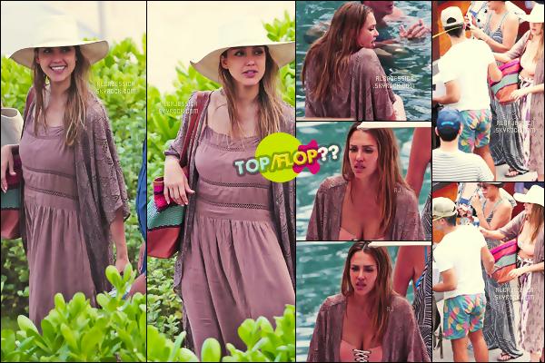 . 16/07/17 - Jessica Alba, a été aperçue, tenue relax, profitant toujours  de son  séjour paradisiaque à Hawaï ! .