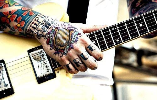 Tattoos et Guitare :)